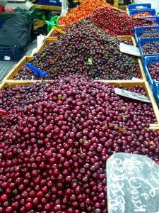 León market cherries