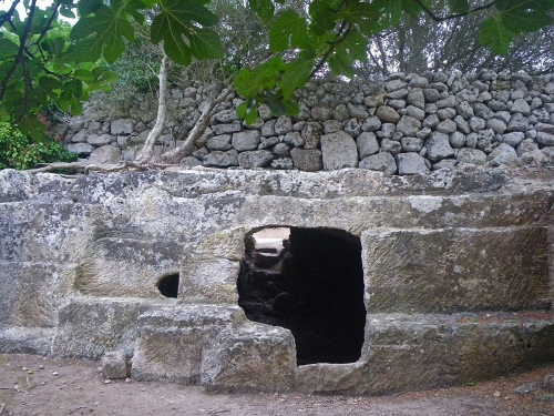 Food storage cave at Torralba d'en Salord