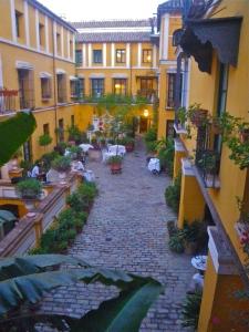 Casas y Palacios Hotel